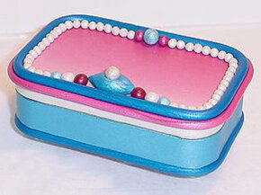 Making an Altoids tin jewelry box using polymer clay is a great tinnovation.