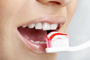 How did people clean their teeth before toohtbrushes?