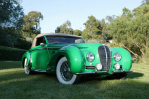 Image Gallery: Classic Cars The cars of the Art Deco era featured swooping fenders, long hoods, and highly streamlined shapes. See more pictures of classic cars.