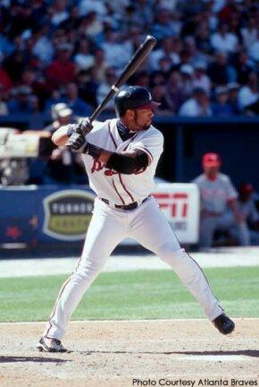 Former Atlanta Braves outfielder Gary Sheffield at bat