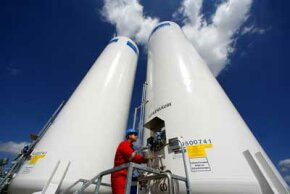 An engineer overlooks the operation of Germany's first underground storage plant for CO2