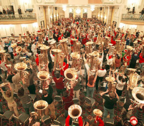 More than 400 tuba players participate in Chicago's annual Tuba Christmas by playing Christmas carol favorites.