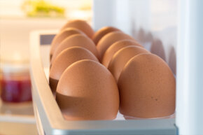 Should you refrigerate your eggs? In egg-bathing countries, the answer is yes.