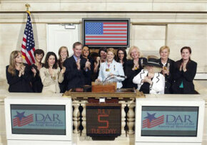 DAR Knickerbocker chapter members visit the New York Stock Exchange.