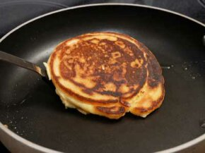 You can avoid burned pancakes by using the digital thermometer pan.
