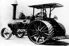 This 1900 version of the tractor was probably steam-powered.
