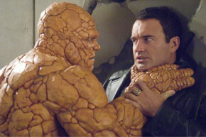 The Thing (Michael Chiklis) confronts Victor von Doom (Julian McMahon).