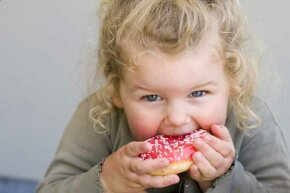 Yum! Is that frosting to blame for kids acting out?