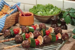 Learn to love cooking outdoors with Grilling Tips from HowStuffWorks.