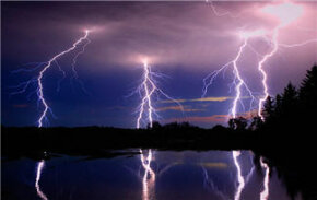 Lightning packs a huge amount of power - 5 billion joules of energy in a single bolt to be exact. Check out these amazing lightning pictures!