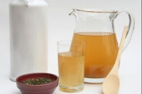 Kombucha's pungent odor hasn't dissuaded its proponents from drinking -- and making -- it.