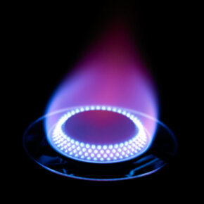 The flames on the gas burner should be full and steady, with no sputtering and no trace of yellow.
