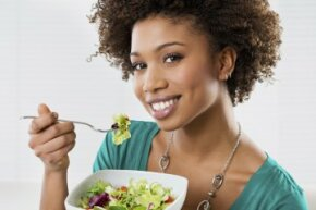 Ah, the lady smiling while eating salad. It's the most parodied of stock images. But that salad is public enemy No. 1 when it comes to the dreaded Green Stuff In Your Teeth Syndrome.