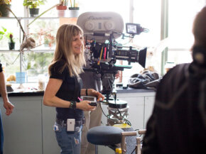 "Director Catherine Hardwicke on the set of the thriller ""Twilight."""