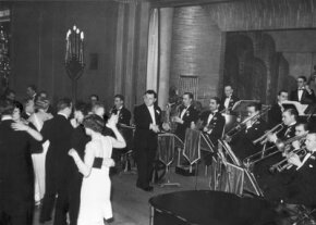 The Lew Stone Orchestra performs in 1932.