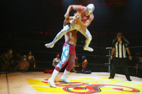 El Hijo del Santo (the Son of the Saint) outmaneuvers his opponent.