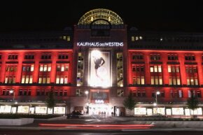 A twin (or two) pulled an Ocean's 11-style heist at the German department store Kaufhaus des Westens, aka KaDeWe.