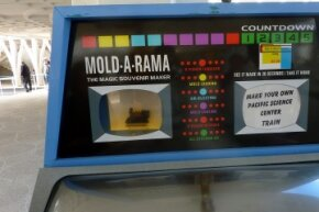 A Mold-A-Rama in action at the Pacific Science Center in Seattle, Washington in 2010.