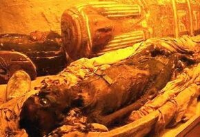 Mummy Image Gallery An open mummy case reveals mummified remains inside. See more mummy pictures.