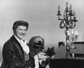 Rowlf duets with Liberace in 1978.