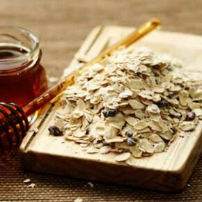 Oatmeal protects your skin and soothes itchy, irritated skin.