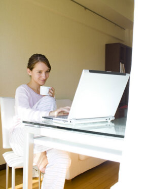 Home-based continuing education from home lets students obtain degrees based on their schedules.