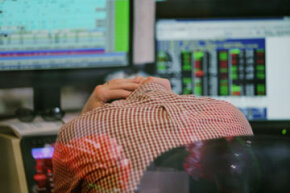 Researchers, experts on investing and even the U.S. Securities and Exchange Commission warn of the risks of trading.