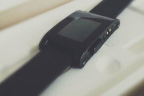 The first iteration of the Pebble was sleek and simple, aesthetics which continue to be critical to the device's design.