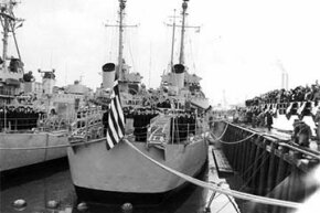 In a 1951 ceremony at the Boston Naval Shipyard, Massachusetts, the USS Eldridge (DE-173) was transferred to the Royal Hellenic Navy.