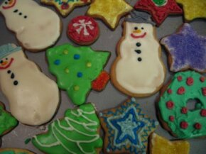 With a lot of Christmas cookies to make, these time-saving tips will help reduce the stress.