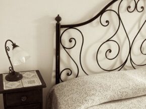 Looking for something more unique than wrought iron? Try turning an old wooden fence into an interesting headboard.