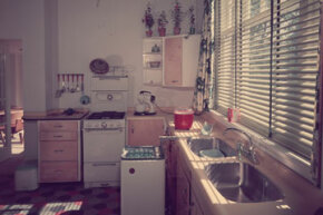 Here's a fully fitted retro kitchen, complete with stove, washing machine, double sink unit and electric mixer.
