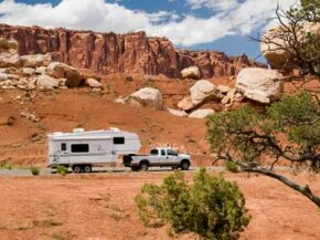 RVs can be a great way for families to vacation in style -- but howdo youhitch it to your towing vehicle?