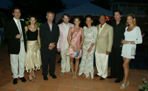 "At the Shoah ""Evening in the Hamptons"" fundraiser, left to right: Jerry and Jessica Seinfeld, Steven Spielberg, Matthew Broderick, Sarah Jessica Parker, hosts Paola and Mickey Schulhof, Harry Connick, Jr. and Jill Connick"