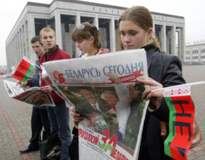 In Belarus in 2004, members of a smart mob met to protest a referendum allowing President Alexander Lukashenko to run for a third term.