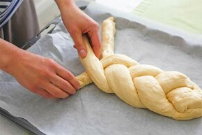 Yeast can make dough rise but it can also irritate your skin.