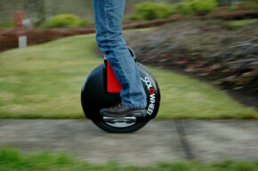 The Solowheel has a 1,000-watt electric motor that rotates the wheel, a lithium-ion battery that powers the electric motor and a gyroscope that helps the user stay balanced while moving.