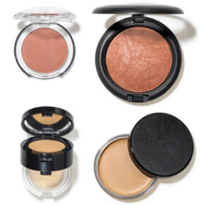 An actor's makeup kit should contain foundation, rouge, eyeshadow and other basics.