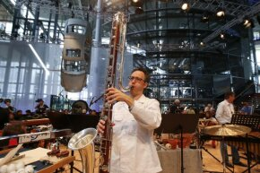 You know you have an unusual factory when the New York Philharmonic wants to perform there. The orchestra incorporated original car parts from the VW Phaeton as percussion instruments during their rendition of 'Kraft.'