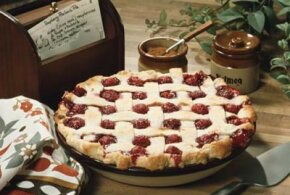 Making a lattice-top pie crust is easy with these pie baking tips. Check out these holiday noshes pictures.