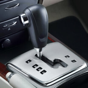An automatic transmission with a manual mode allows the driver to shift gears without a clutch pedal.