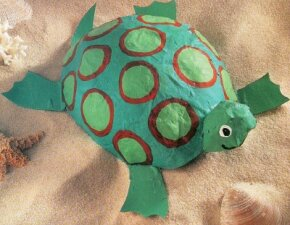The balloon turtle is just one of our turtle crafts.