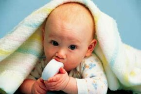 The ability to place objects into his mouth is the first sign that your baby is getting ready to feed himself.