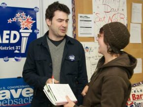 Actor Ron Livingston drums up support for Barack Obama in 2008, one volunteer helping to promote other volunteers in support of a cause.