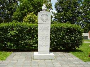 Memorial to the 1970 Marshall University football team at Spring Hill Cemetery, Huntington, West Virginia