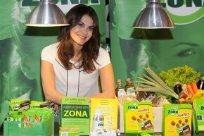 Spanish TV personality  Maria Jose Suarez poses with a line of Zone Diet products. Is any one diet better than the rest?