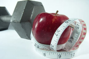 The goals of a weightlifting diet should be to lose fat, increase muscle mass and increase energy.