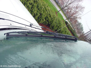 This wiper blade is supported in six places for an even pressure distribution against the windshield.