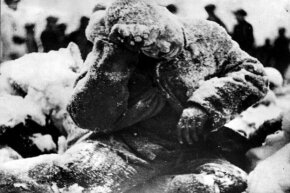 1940: This Russian soldier froze to death minutes after being shot by a Finnish sniper. It's hard to tell whether being shot or being in the freezing temps did him in. Possibly it was some combination of both.