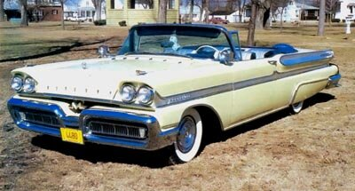 For 1958, the Mercury Turnpike Cruiser hardtops became part of the Montclair series and the Convertible Cruiser vanished, though this soft-top Montclair is close to what the latter would have been.